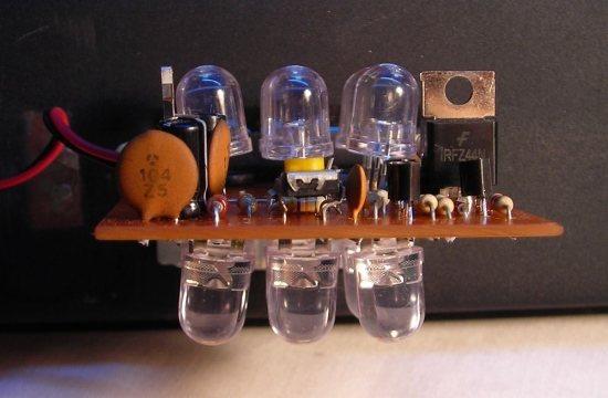 Observa los ángulos de apertura en el montaje de los LEDs de los extremos
