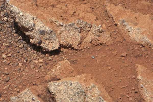 Curiosity: Riachuelos, análisis de rocas y fotos de Phobos
