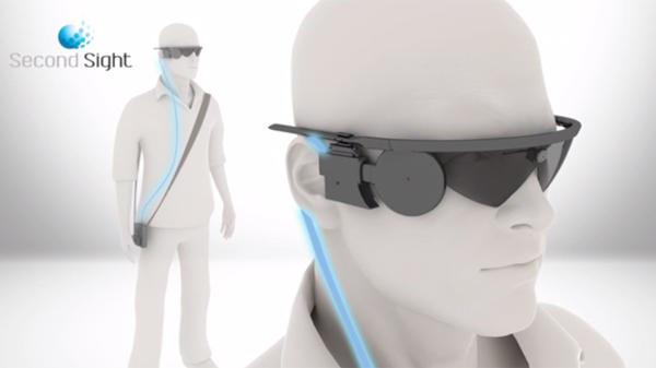 """Argus II: Implante de retina y gafas para """"ver"""" en Braille"""