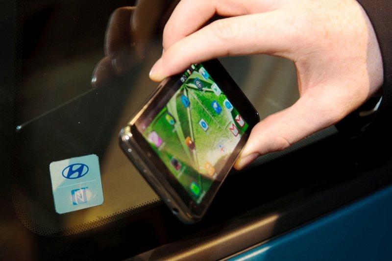 Abre y enciende el coche con tu teléfono (NFC)