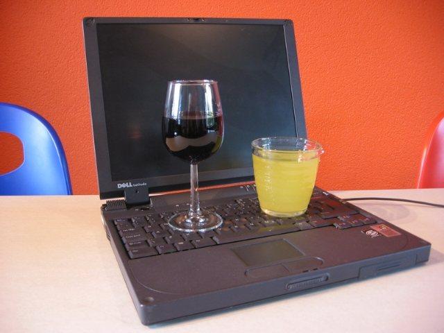 ¿Qué hacer cuando cae agua (u otros líquidos) en tu ordenador portátil?