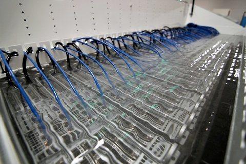 Refrigeración de servidores con aceite mineral