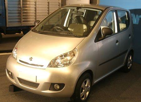 Bajaj fabrica en la India un coche de 2.000 euros