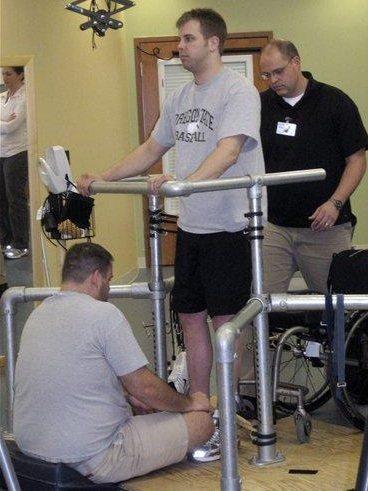 Implante medular para tratamiento de parálisis