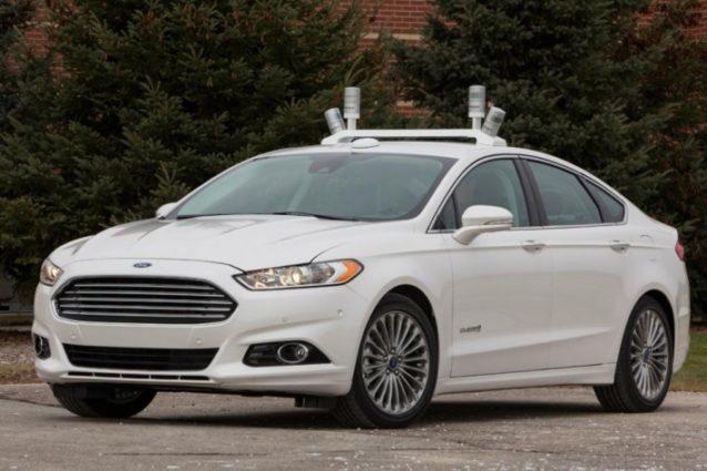 Coche autónomo de Ford con antenas láser