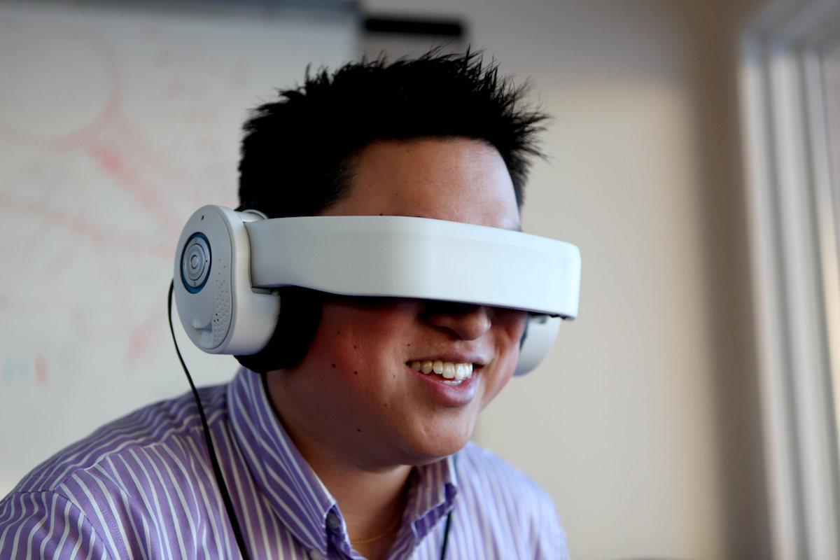 Glyph: Auriculares que proyecta video en tus ojos