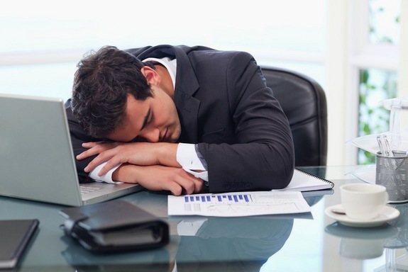 ¿Cansado en el trabajo? Apaga ese smartphone antes de ir a dormir.
