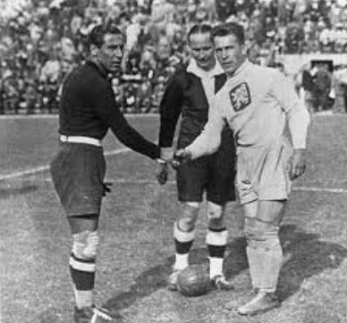 Estos hechos más las ayudas arbitrales (espacialmente frente a España y Austria), hicieron llegar a Italia a la final con la selección de Checoslovaquia, donde la Azzurra se impuso por 2 a 1