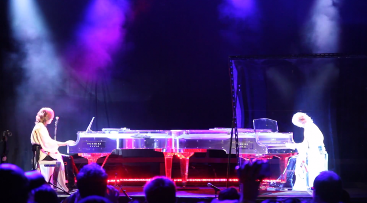 batalla holográfica entre pianistas
