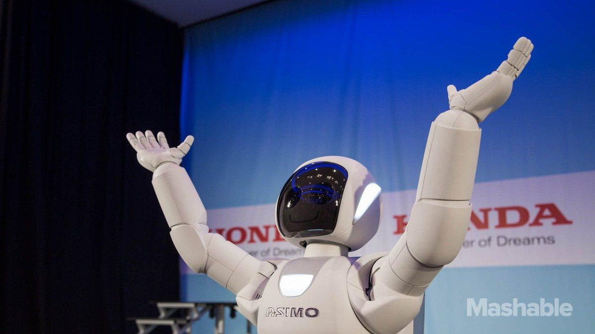 ASIMO moviéndose para el público
