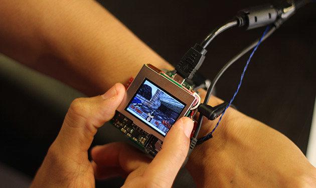 Smartwatch con joystick analógico