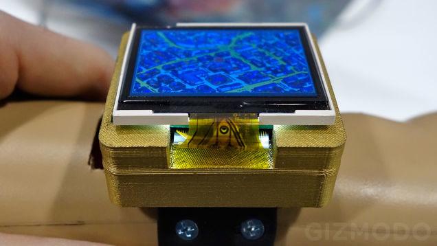 Concepto de smartwatch con mando analógico
