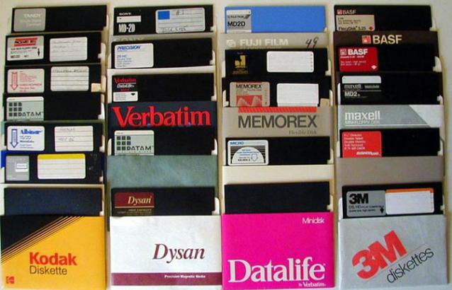 """Los disquetes (nombre tomado en la lengua castellana por su parecido a """"Casete"""") fueron desarrollados por los laboratorios IBM en el año 1967"""
