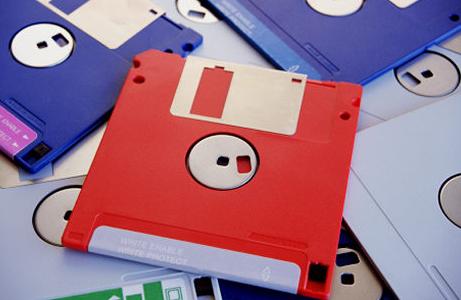 Luego de varios modelos de 8 pulgadas, sale al mercado los disquetes de 5 ¼, estos utilizaban la misma tecnología que los anteriores