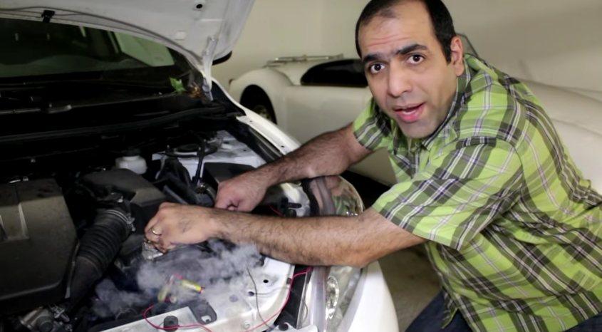 Arranca el auto con pilas AA