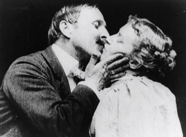 El primer beso en el cine