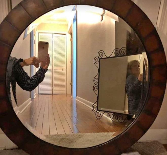 gente vendiendo espejos