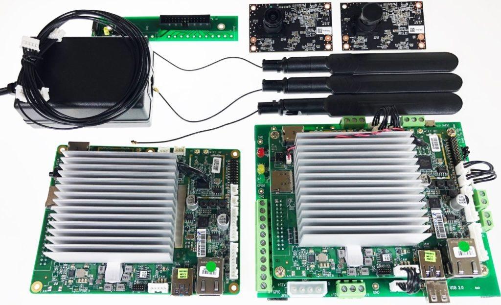 El kit completo de desarrollo incluye dos Atomic Pi, fuente y cámaras