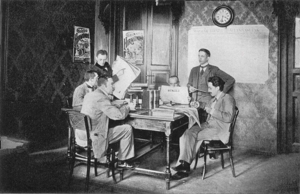 Más allá de las diferencias naturales en la plataforma, los periodistas de Telefon Hírmondó trabajaban de forma similar a la de un periódico convencional