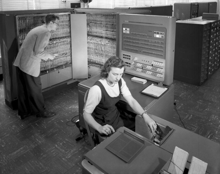 El primer ordenador en cantar