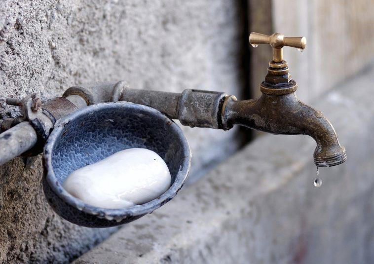 Agua y jabón
